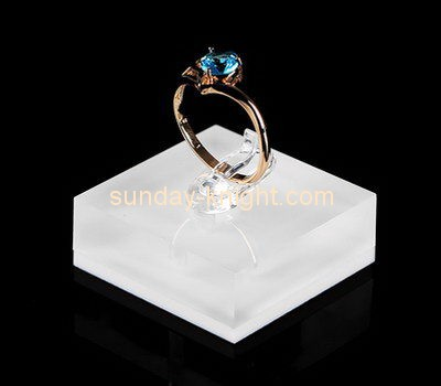 Customize acrylic small ring holder JDK-499