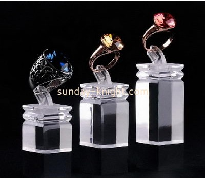 2016 fashion design top quality clear acrylic cube ring display stand JDK-032
