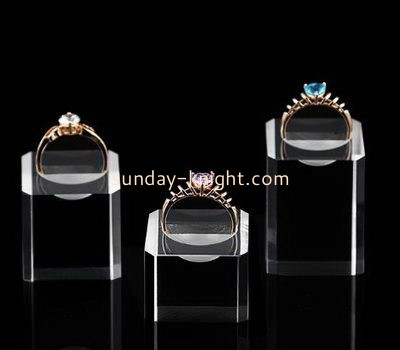 Customize acrylic modern ring holder JDK-523