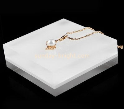 Customize acrylic white necklace holder JDK-558